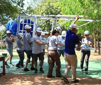 Construction d'un château d'eau au Cambodge dans le cadre du programme Waterdrop de Xylem