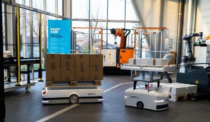 Sherpa-B (transport de bacs jusqu'à 200kg) exposés dans le Lab robotique ENGIE Solutions